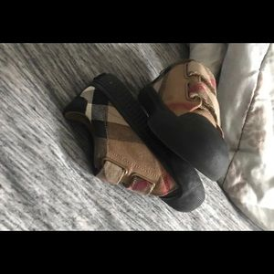 9c Burberry shoes , hardly worn
